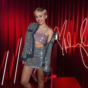 Miley Cyrus para MAC VivaGlam